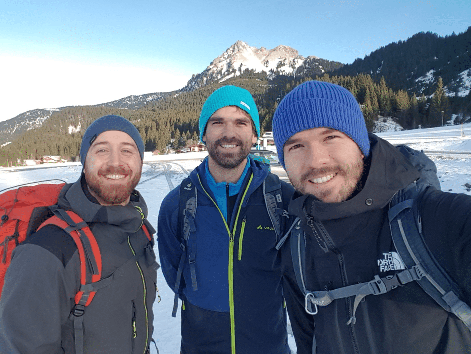 GipfelApfelMomente Team beim Start mit dem Aggenstein im Hintergrund